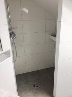 Dusche in Dachschräge bei Bad mit Dachschräge bauen ...